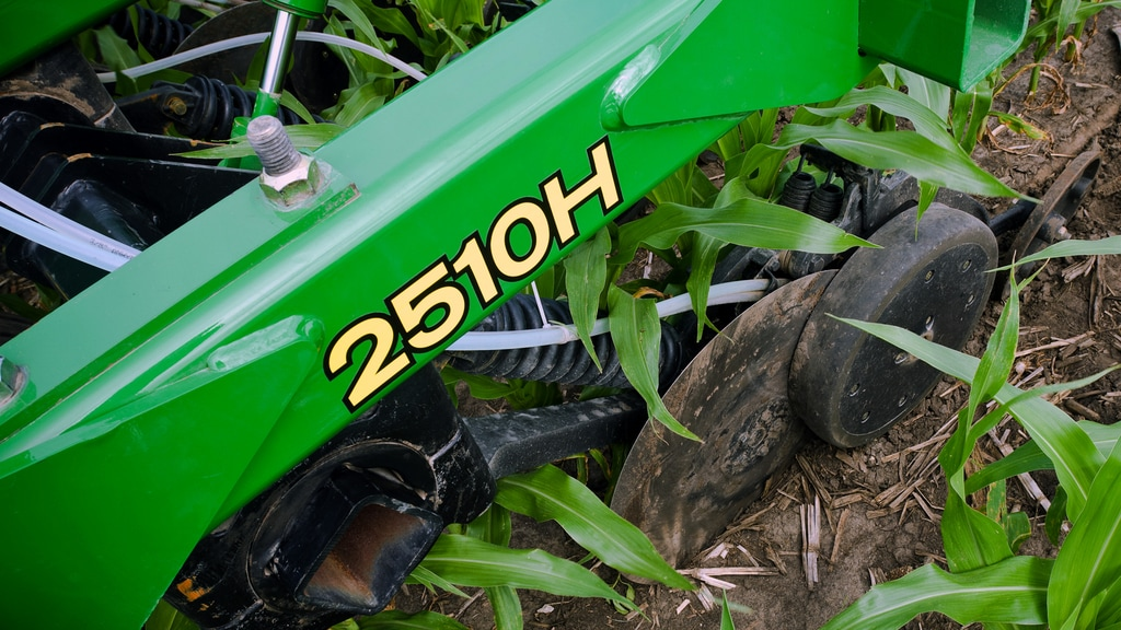 Field image of the 2510H Nutrient Applicator