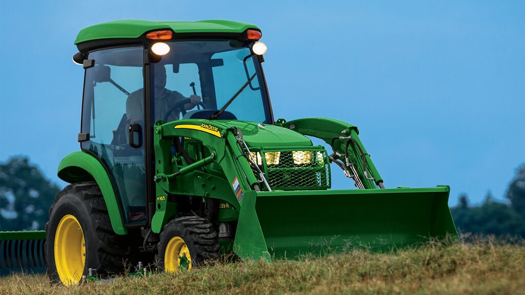 Field image of 3039r compact utility tractor