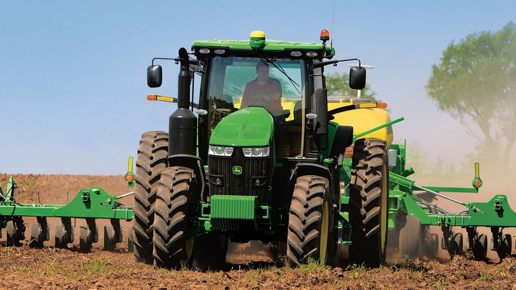 Field image of 7230R Row Crop Tractor