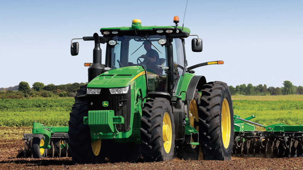 Field image of 8270R Row Crop Tractor