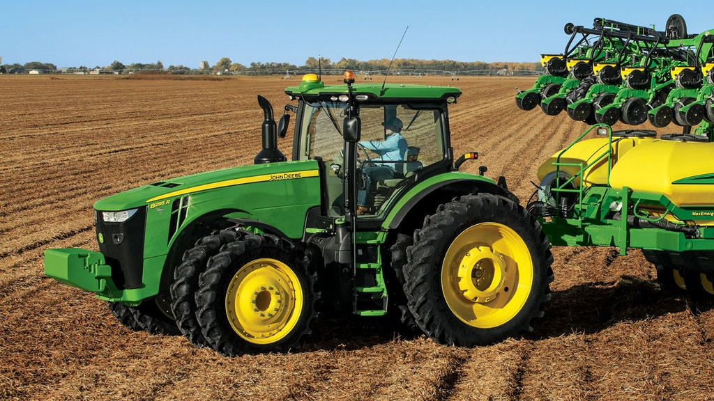 Field image of 8295R Row Crop Tractor
