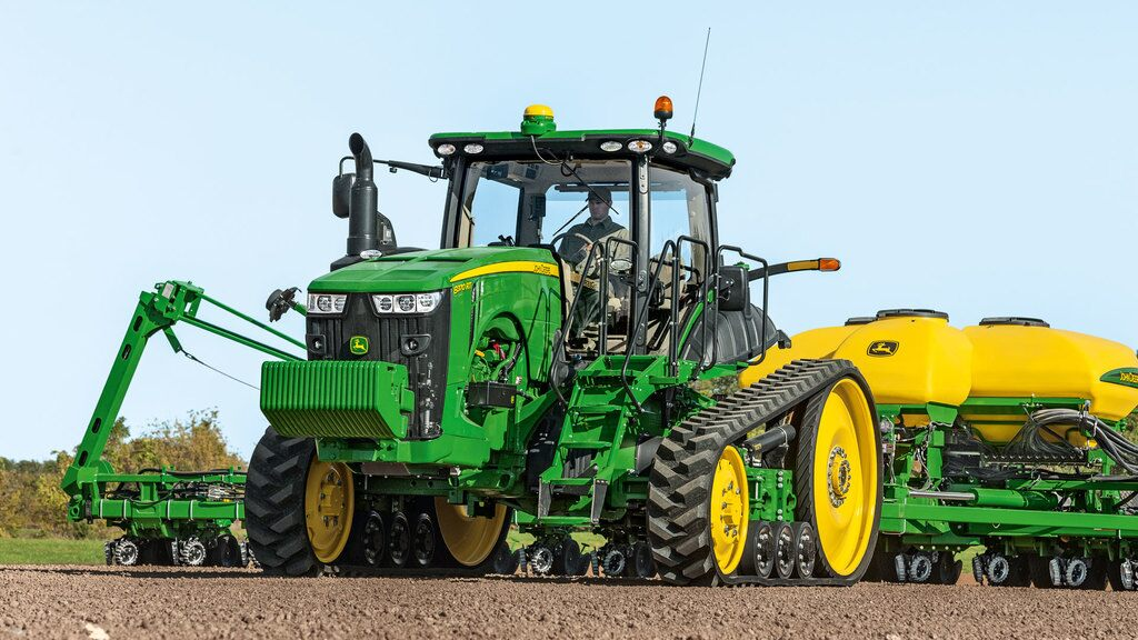 Field image of 8320RT Row Crop Tractor