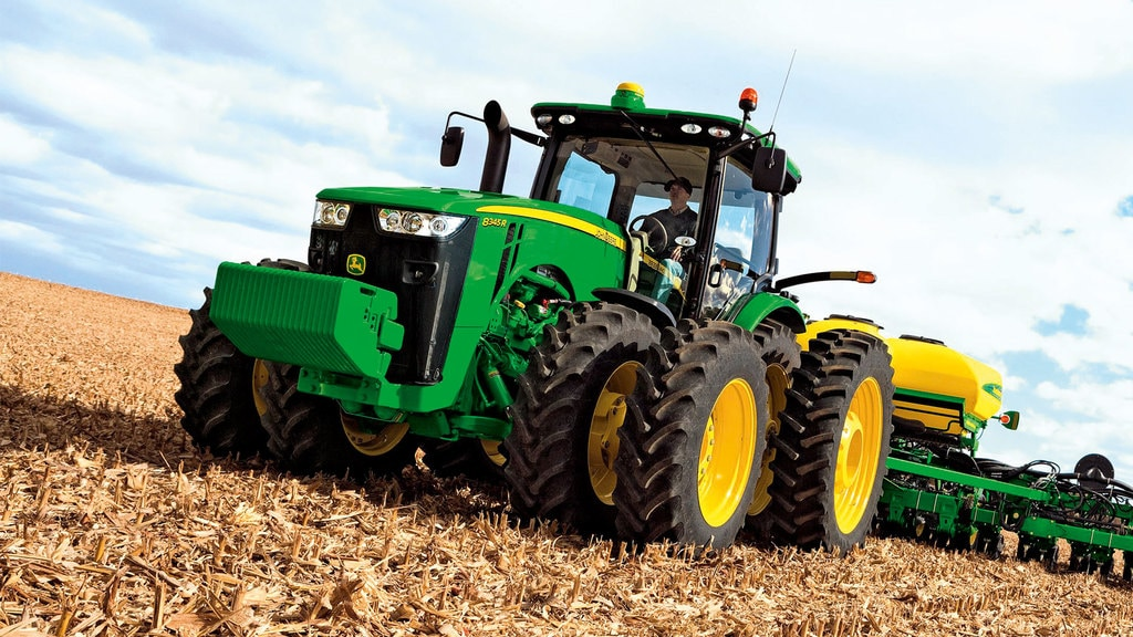Field image of a 8345R Row Crop Tractor