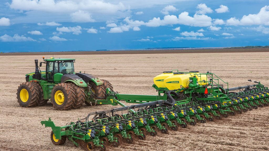 Field image of 9520R 4WD Tractor