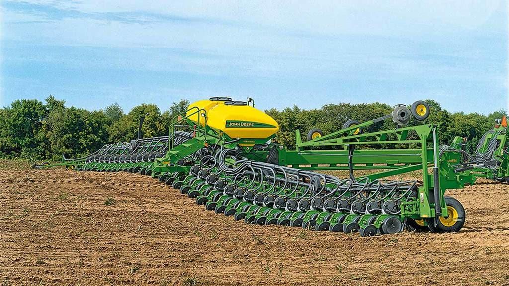 Field image of DB90 54 row 20 planter