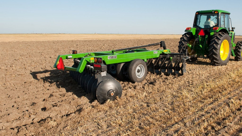 field image of Frontier™ dh52 drawn offset disks attached to a tractor