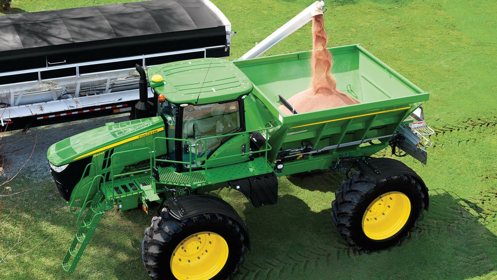 image of DN485 dry spreader in field
