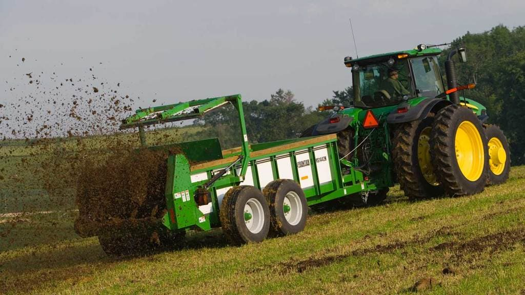 Field image of Frontier MS14 Series Manure Spreader