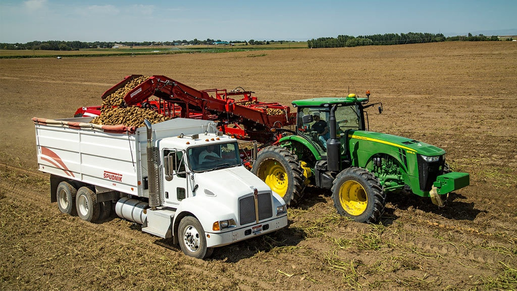 photo of John Deere tractor using the yield documentation precision ag technology